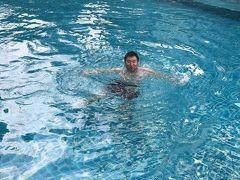一旦ホテルで休憩し、プールで涼む。 少し冷たかったが、入っていれば慣れてくるレベル。