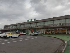 余目から羽越本線に入り、酒田に到着。   ここから羽越本線に乗車し、新津を目指します。