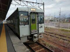 経由:羽越本線 種別:普通 車両:キハ110系 乗車区間:新発田→新津   私が乗車した新潟行きの普通列車は新発田から白新線に入ってしまうため、新発田から羽越本線の列車に乗り換えます。   羽越本線の新発田・新津間は通勤通学輸送に特化したローカル線となっており、本数も非常に少なくなっています。