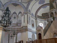2カ所目は、クチュック・アヤソフィア・ジャーミィ。 クチュックは、「小さい」の意。  アヤソフィアと同様、6世紀にビザンツ帝国のユスティニアヌス帝によって建てられた教会が元となっています。コンスタンティノープルの陥落後、モスクに改修されました。