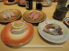 次の日はカニをいっぱい食べすぎて朝食がいらない状態だったので、加島屋によってお土産を買った後、遅めにブランチで回転寿司の弁慶へ。美味しい回転寿司っていいよね。