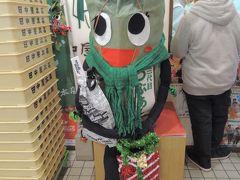 新潟ふるさと館でお買い物。来る度に衣装替えされている笹団子さん。