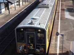 石見津田駅で列車交換。跨線橋に登ってみました。