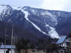 帰りに見上げた白馬五竜 全体に雪がまだ薄いですね