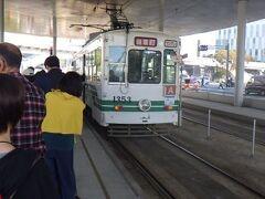 熊本市電。 駅から市中心部、水前寺公園への移動に利用した。