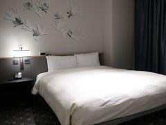 今回のお宿は市庁駅から近い「ホテルグレイスリーソウル」 去年8月に開業したばかりの新しいホテルです。  藤田観光の経営ですが日本人は見かけません。 中国系のお客さんでいっぱいです。  今回はスタンダードダブルを予約。 でもデラックスダブルにアップグレードしてくれました。