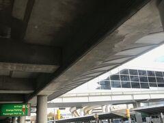 あっという間の12時間のフライトでした。 ニューヨーク、ジョンエフケネディ空港に到着しました。