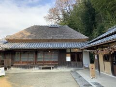 大正時代に活躍した画家の竹久夢二の生家。岡山市の東隣の瀬戸内市邑久と、かなりの田舎にありました。この家に16歳までいたそうです。