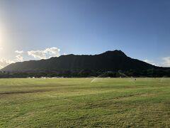 ビーチ方面を見てからカピオラニ公園に来ました。 早朝のダイアモンドヘッドは何とも神々しいですね。