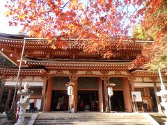 宝厳寺は聖武天皇が夢枕に立った天照皇大神より「寺院を建立せよ」というお告げを受け 僧行基を勅使として遣わし開基させたのが始まり。 ご本尊は日本三弁天にも数えられる弁才天と千手観音。  https://www.chikubushima.jp/