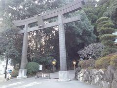 夕方5時に高千穂神社に到着。やはり九州は日が長い。 お目当ての高千穂夜神楽は8時から。宿で一息入れてから出掛けるとするか。