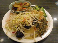ガーデンホテルの近くの「善孝堂素食館 (西園寺店)」で夕食を食べました。