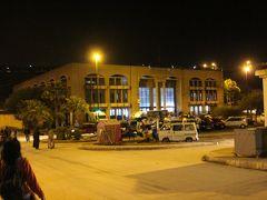 そしてやって来た旧市街バスターミナル。  今日はここから、青い町シャウエンへと向かいます。
