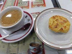 越境して香港 上環の信徳中心へ  中の喫茶店で軽食を。
