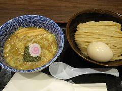 12/4(木) 仕事を早退して羽田空港へ。搭乗前に夜ご飯。制限エリア内の六厘舎のつけ麺。初めて食べましたがオイシイ。