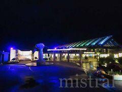 夕飯の後は、21日から始まったナイトアクアリウムへ。  水族館はイルミネーションに彩られ、いつもとは違った雰囲気に。