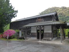 JR肥薩線の「嘉例川駅」。 駅舎は1903年開業当時のままで、登録有形文化財に指定されています。