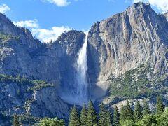 ヨセミテバレー周辺から撮影したヨセミテ滝です。