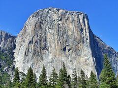 エルキャピタンは世界最大の1枚岩です。   近づくとロッククライミング中のクライマーを見つけることができます。