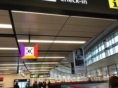 空港。今日は午前の便でフランクフルトへ。 やはり2日間では、見たかったところ、買いたかったものを、すべて満たすことはできませんでした。また来ないと・・・。