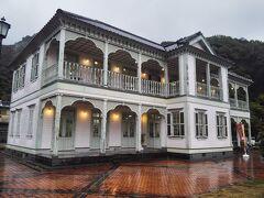 埠頭沿いに当時の街並みが残っている。ここは浦島屋という元旅館。小泉八雲所縁の旅館とのこと。