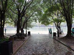 チャンアンで手漕ぎボートクルージング乗り場です。  こちらも世界遺産指定されていますが、自然と文化の複合遺産です。  ベトナム人にも人気の観光地との事で、ハイシーズンになるとボートに乗るのに一時間以上待つようです。  この日は平日と言うこともあり、基本的に待ち時間ゼロで乗船できました。