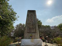 橋観光はそこそこにして慰霊碑へ。 日本軍の犠牲になった方々のご冥福をお祈りいたします。 橋の人気とは違い、誰一人いなかった。