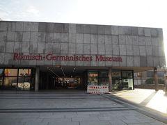 降りたすぐそばにローマ・ゲルマン博物館。 只今改修工事の為、閉館中。
