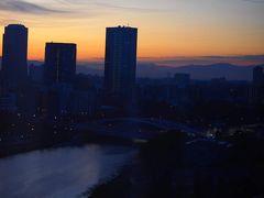 翌朝。 あー今日は姫路に行かなくっちゃ。  仕事の緊張感から早く目が覚めたおかげできれいな朝焼けを見ることが出来たのは僥倖。