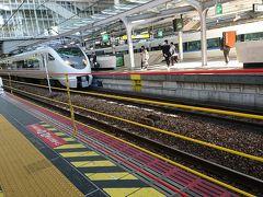 大阪駅から姫路へ移動。  大阪の駅の安全柵ってどうも不思議でしょうがない。 ロープの間から身体が出てしまいそうなんだけれど。