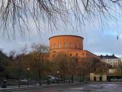 地下鉄のチケットがまだ有効なので、 Rådmansgatanまで乗ってみる。 降りると目の前に市立図書館。