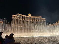 とりあえず、1度部屋に戻り無料のショーを観に行きました。  ベラージオの噴水ショー