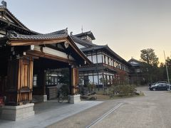 朝日を浴びる宿泊した奈良ホテル。