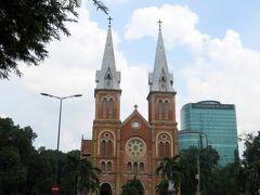 ここからは、珍しく観光します。  最初は、サイゴン大教会 (正式名称:聖母マリア教会)。  (10:52)