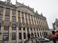 """では、ホテルに行きましょう。 ブリュッセルの宿""""ル・キャンズ(Le Quinze)""""は、この""""ブラバン侯爵の館""""に入っています。 Quinze とは、フランス語の15。15世紀の建物なのかな?  初めてブリュッセルで、ここの宿泊を検討しました。 でも、建物が古いので設備はどうだろう?と見送ったのです。 1997年当時は、まだネット黎明期で、旅の情報といえばガイドブックくらいでしたから。"""