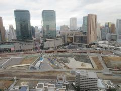 ◆ウェスティン大阪ラウンジ 26階◆ 新しいビルと荒野が面白い風景。  大阪駅が見えます。インターコンチネンタルやヒルトンが見えます。向こう側のホテルいいなあ・・