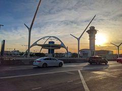 ポートランドからDL473便に乗り継いで、ロサンゼルスに到着~(^^) 預けた荷物がターンテーブルから出て来なくて焦りましたが、どうやら一便早いのに乗せられていたようで、ちゃんと保管されていました。 こういうこと前にもあったな。