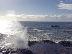 ポイプの潮吹き穴に着きました。波が打ち寄せるたび、岩の穴から吹き出します。以前、この穴に人が落ちたことがあって、次の波が寄せてくる十秒ほどの間に救出して事なきをえたそうです。
