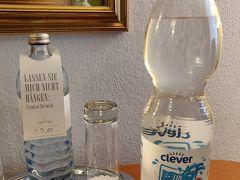 シュテファン大聖堂側のBilla Corsoにて買い物。 水0.29ユーロ。