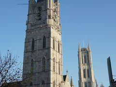 青空に映える鐘楼、美しい! 1300年に建てられた鐘楼は、世界遺産だそうです。