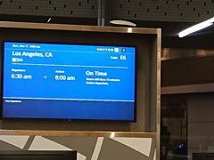 翌朝、空港到着。 チェックインは、セルフチェックインです。 バゲージタグも自分で装着するタイプ。 何とか発券し、バゲージタグを装着市、バゲージドロップへに荷物を預け、ラウンジへGO。 定刻で出発できそうです。何せ、帰りの便もLAX経由なので、LAXまで定刻通り飛んでくれることを祈るばかりです。