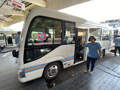 ターミナルに着くと、親切にもモーターサイのおじいちゃんが、乗り場の人に声をかけてくれたので、これに乗れと…BTS Morchitがどこだか分からなかったが、スクンビットに行きたいと言うと、これが良いとの事。 バスより10B高い120B。