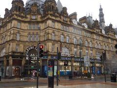 Victoria Quarterの向かいに重厚な建物。これも「欧州鉄道の旅」に出てきた屋内市場です。