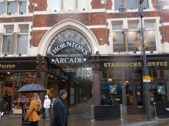 最初のアーケードはTHORNTON'S ARCADE 。ネットでチェックします。   何々、「シティ・バラエティーズ・ミュージック・ホールのオーナーであったチャールズ・ソーントンが1873年に現在のアーケードの場所に事務所や店舗などを建設し、その後1878年にソーントンズアーケードが建設された」、か。