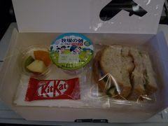 10:50(日本時間03:50+1) 機内食