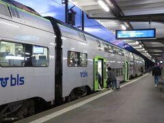 インターラーケンオルト駅でスピーツ行の列車に乗り換えます。 乗換時間は4分、昨日来たルートを逆方向に進みます。