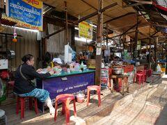 どローカルな市場、タラートクアディンにやってきました。