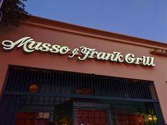 興奮冷めやらぬ私は、今日の晩ごはんもちょっと贅沢したくなりました。 選んだお店はここだ! 「Musso & Frank Grill」