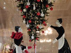 今年のデメルのクリスマスウィンドウは逆さツリーだった。 デメルのクリスマスウィンドウは毎年違うので一応入らなくてもなるべく見に来てる。