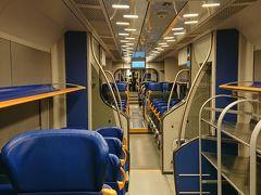 レオナルドエクスプレス車内。自由席でテルミニ駅へ直行です。荷物置き場、Wifi、電源あり、必ず検札があるので安心して乗ることが出来ます。